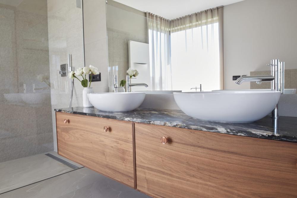 łazienka master umywalki i przysznic